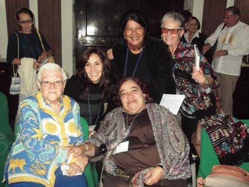 La autora de uno de los relatos, Elena Margarita Rode; la directora del CENESEX, Mariela Castro Espín; la directora de la Editorial de la Mujer, Isabel Moya; la psiquiatra Ada Alfonso; y la lideresa del Proyecto Palomas, Lizette Vila.
