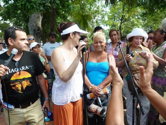 Mariela Castro Espín y Adela durante una actividad en el capitalino Parque Central