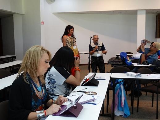 Para las muchachas trans una de las cuestiones fundamentales es trazar estrategias para incidir en la toma de decisiones políticas,  y fomentar alianzas con instituciones gubernamentales.